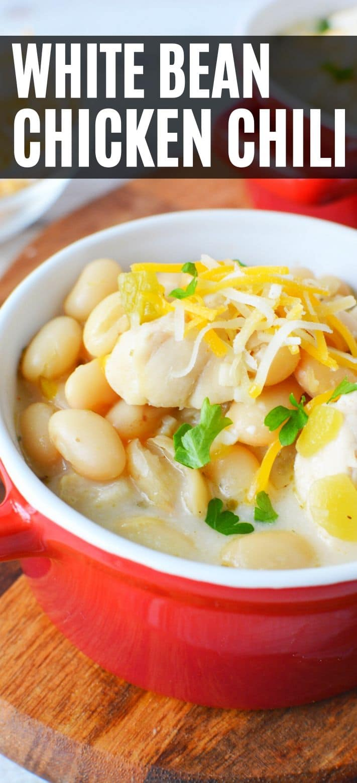 Easy White Chicken Chili with a creamy sour cream base and delicious white beans #chili #whitechili #whitechickenchili #chickechili #soup #recipes #winterrecipes #healthyrecipes