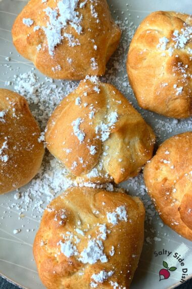 add powdered sugar on stuffed air fried oreos