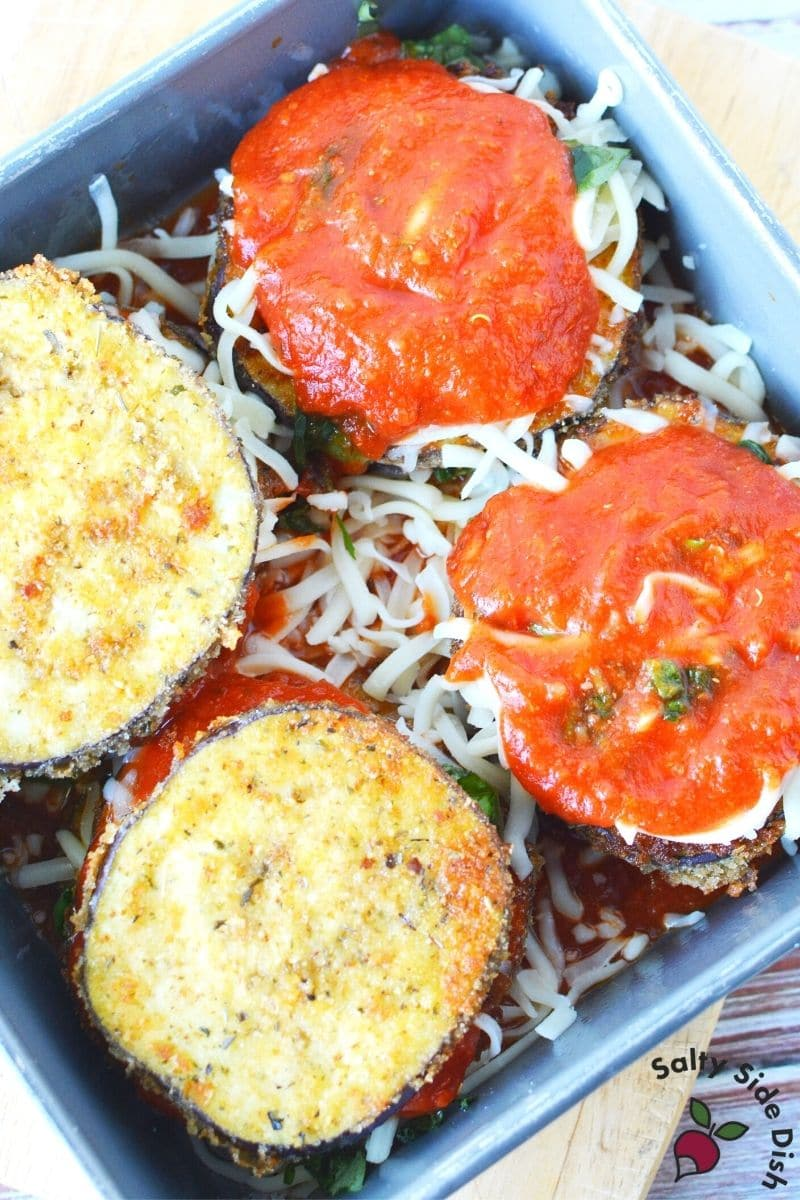 best eggplant slices with marinara sauce, seasoning like salt and pepper and fresh basil