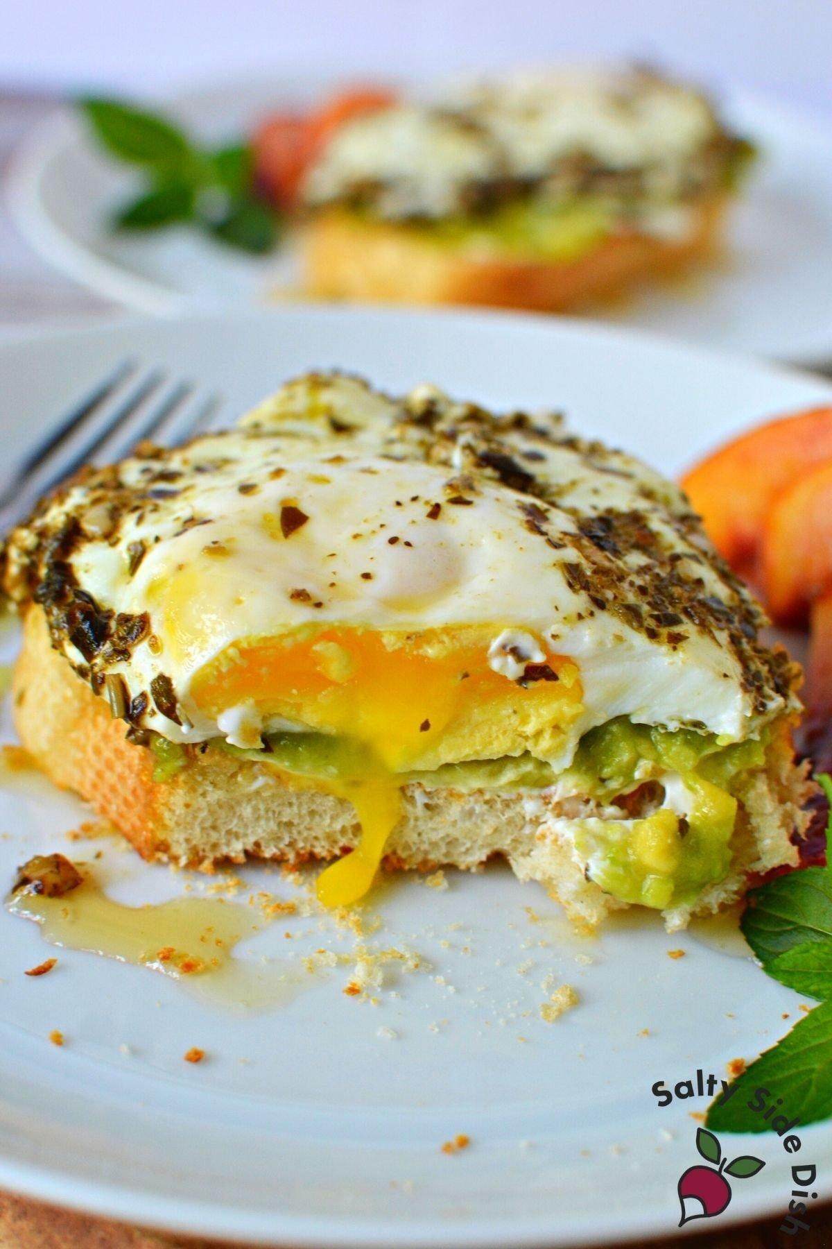 petso egg sandwich with honey.