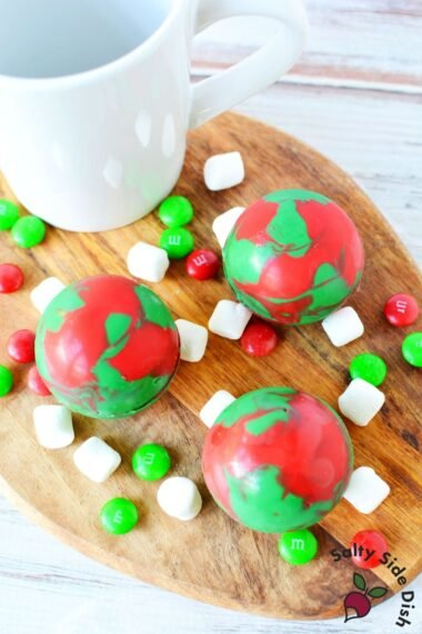 how to make christmas hot chocolate bombs.